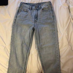 American eagle lightwash high-waisted jeans sz 2
